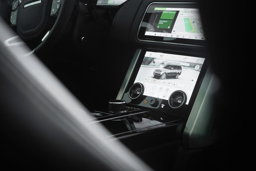 Interior of the 2018 Range Rover HSE