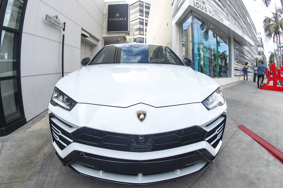 Rent A White Lamborghini Urus Los Angeles